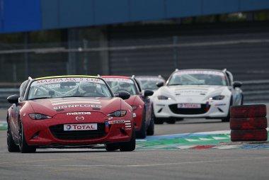 Finaleraces: de Mazda MX-5 Cup in beeld gebracht