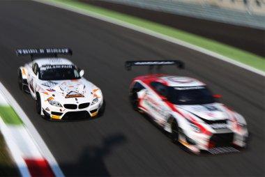 Triple Eight Racing - BMW Z4 vs. Nissan GT Academy Team RJN - Nissan GT-R Nismo GT3