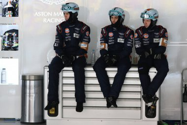pitcrew Aston Martin Racing