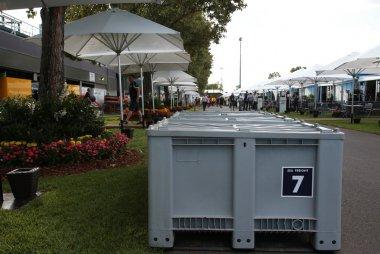 De containers arriveren in de paddock van Melbourne