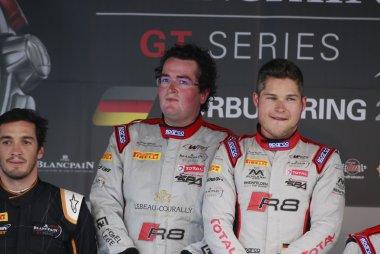 Enzo Ide Christopher Mies winnen  BLancpain Sprint op de Nurburgring