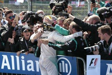 Lewis Hamilton na de finish