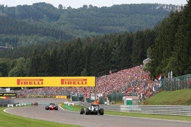 Publiek aan Dubbele Linkse F1 GP België 2016