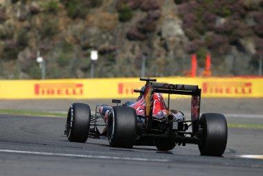 Daniil Kvyat - Scuderia Toro Rosso