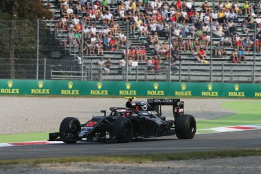Jenson Button - McLaren-Honda MP4-31 met Halo systeem