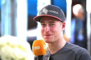 Stoffel Vandoorne tijdens interview Ziggo Sport