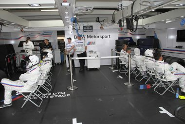 Pitbox BMW Team RBM