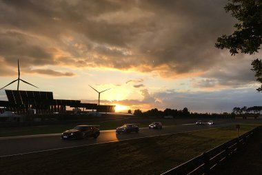 De avond valt over Circuit Zolder