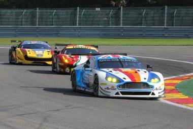 Beechdean AMR vs. Spirit of Race vs. JMW Motorsport - Aston Martin Vantage vs. Ferrari