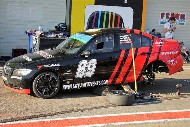 Skylimit Yokohama Racing Team - BMW E90 325i