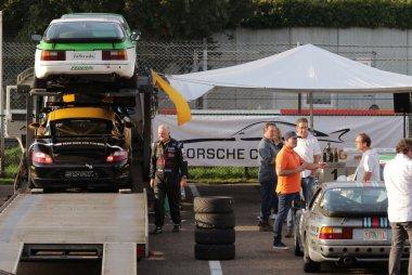 Porsches die meerijden in DNRT
