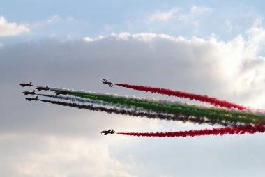 De airshow vlak voor de start van de GP van Abu Dhabi