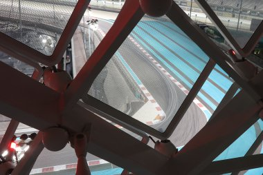 Sfeerbeeld Yas Marina Circuit vanuit Yas Viceroy