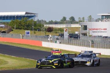 Strakka Racing vs. Black Falcon - Mercedes-AMG GT3