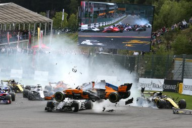 Crash Fernando Alonso en Charles Leclerc