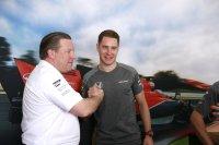 Zak Brown feliciteert Stoffel Vandoorne
