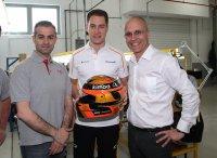 Stoffel Vandoorne op bezoek bij Bell Helmets