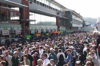 De pitwalk op zaterdagochtend lokte een massa volk