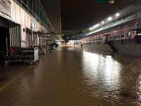 Pitlane onder water in Dubai