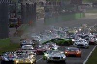 Crash bij de start van de Monza 3 Hours