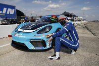 Max Root pakt pole in Michelin Pilot Challenge
