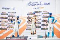 Nicolas Saelens bovenaan het podium van race 1