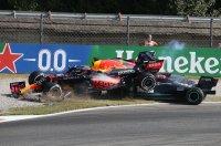 Verstappen en Hamilton crashen