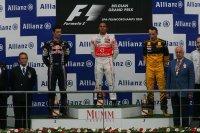 Ondanks een schuiver staat Hamilton als winnaar op het podium