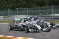 Aanrijding tussen Hamilton en Rosberg in Spa