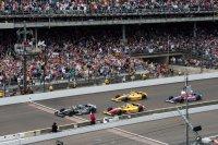 Tony Kanaan wint de Indy 500 onder geel