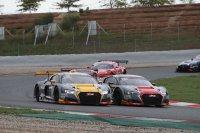 Contact tussen de beide WRT Audi's vooraan