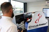 Sven Prybilla bij de simulator te Circuit Zolder