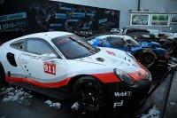 Een GTE, LMP2, LMP1 en LMP1 Hybrid bij de presentatie