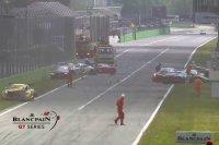 De ravage na de start van de Monza 3 Hours