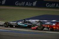 Rosberg moest zich meerdere keren voorbij Vettel werken, laatstgenoemde was hem altijd te snel af tijdens de pitstops