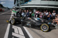 Formule 2 uitgerust met 18 inch velgen