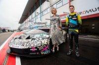 Delphine van Saksen-Coburg & Esteban Muth bij de Art Car