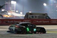 Aston Martin #97 verloor een wiel maar kon terugkeren naar de pits