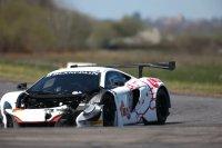De gehavende #55 Attempto Racing McLaren