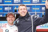 BMW-fabriekspiloot Andy Priaulx succesrijk in WTCC met Bart Mampaey