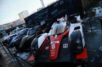 Een GTE, LMP2, LMP1 en LMP1 Hybrid bij de presentatie van het WEC Super Season in Parijs