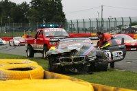 Crash van Derek Johnston in de #888 BMW