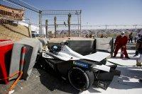 Wagen van Edoardo Mortara na de crash