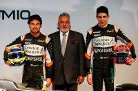 Vijay Mallya met rijders Sergio Perez en Esteban Ocon