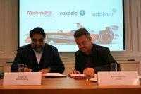 Dilbagh Gill (Mahindra Racing teamchef) en Kurt Vandeputte (VP bij Umicore)