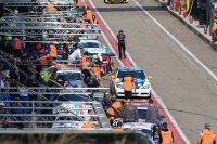 Volle pitlane 24 Hours of Zolder