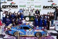 Michael Schrom, Kevin Buckler, Jörg Bergmeister en Timo Bernhard winnen de 24H Daytona in 2003 in hun Porsche 911 GT3 RS