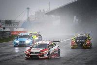Regen verstoorde race 2 op de Nürburgring