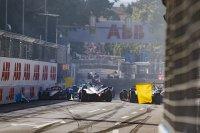Chaos na de start van de E-Prix