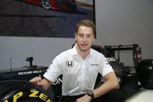 Stoffel Vandoorne bezoekt de Honda stand te Brussel